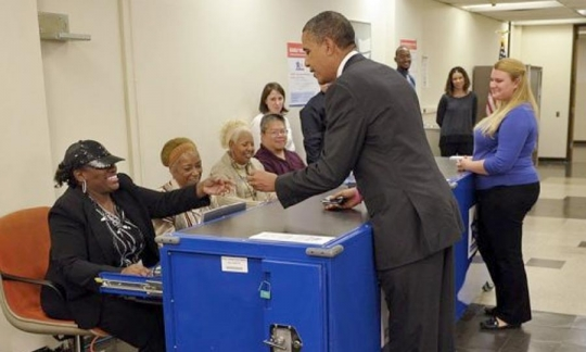 Barack Obama voting 3