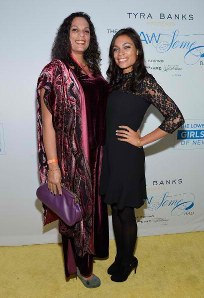 Isabel Dawson (L) and daughter actress Rosario Dawson