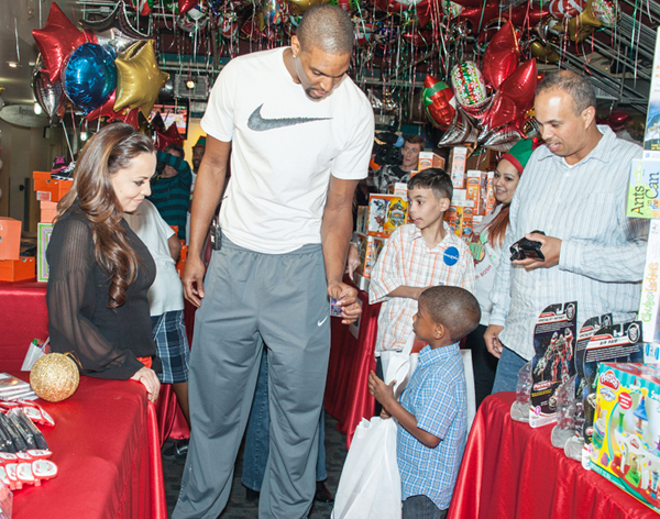 Chris Bosh and adrienne bosh donate gifts 4