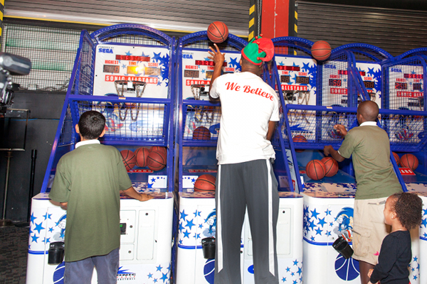 Chris Bosh and adrienne bosh donate gifts 9