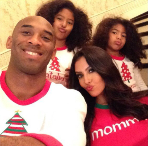 Kobe Bryant and family Xmas 2012 morning