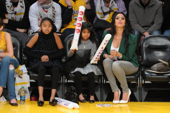Vanessa Bryant and daughters at New York Knicks v Los Angeles Lakers game Xmas 2012 1
